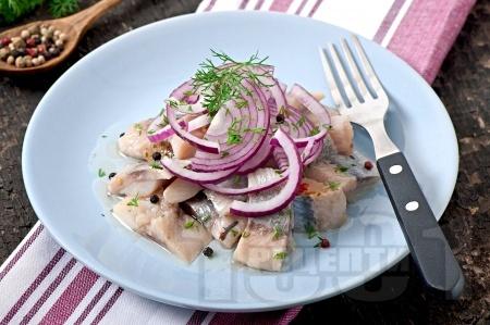 Домашна сельодка от маринована риба херинга - снимка на рецептата